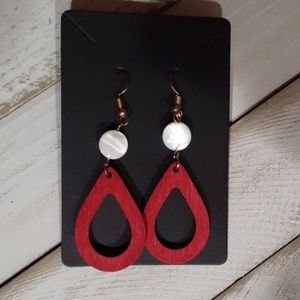 WHITE/BURGUNDY WOODEN TEARDROP EARRINGS